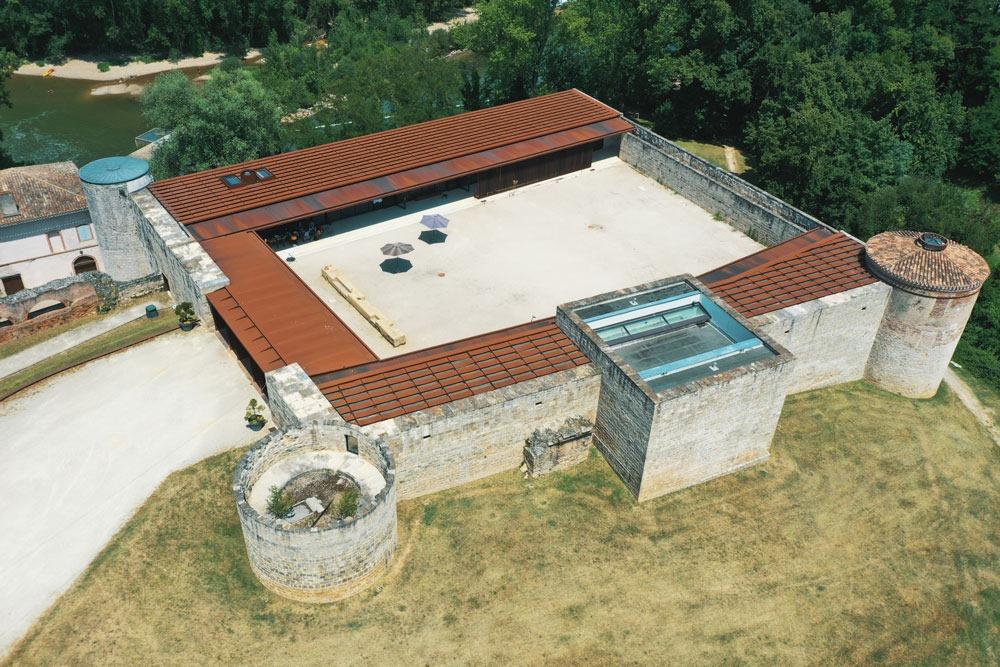 Vue aérienne / drone du centre d'Art La Cuisine à Nègrepelisse