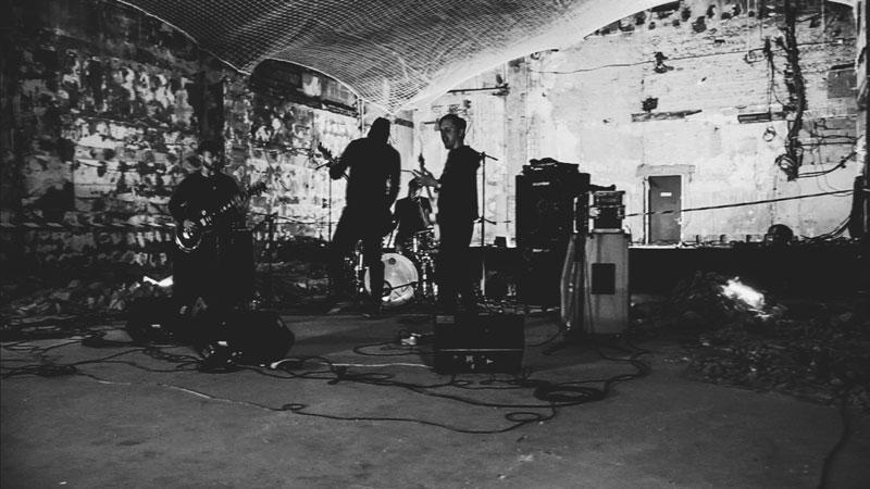 No Music No Life - Le groupe de Black Metal Mourir en livestream depuis le chantier du Rex